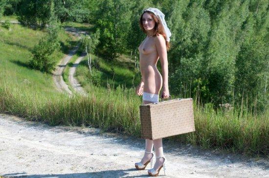 Убежавшая из свадьбы за приключениями Alisa (26 фото)