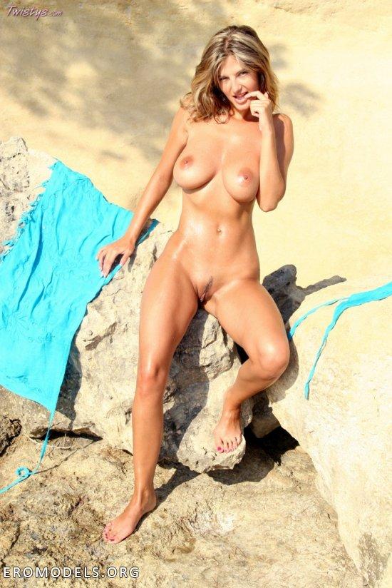 Остановившаяся под горами для интима Lovely Vanessa (26 фото)