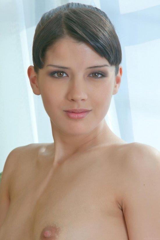 Ранее сдерживавшая сильные чувства Luisa (40 фото)
