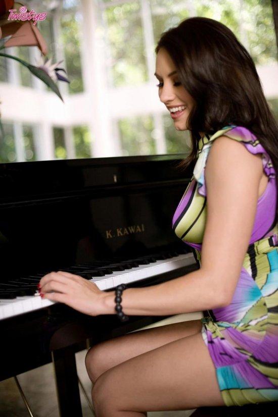 Помыслы страсти в красивой Olivia Alize (25 фото)