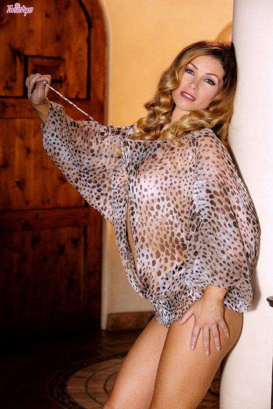 Ставшая яркой соблазнительницей Heather Vandeven (25 фото)