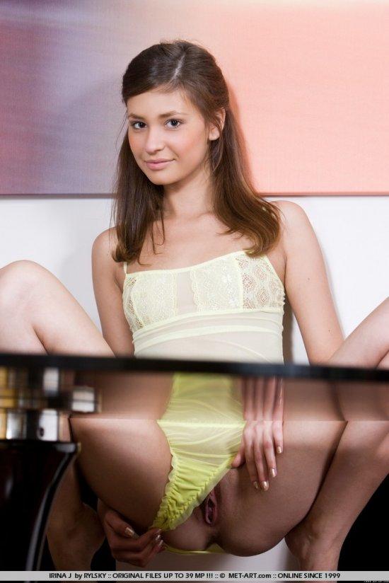 Опытная в оголении шалунья Irina (14 фото)