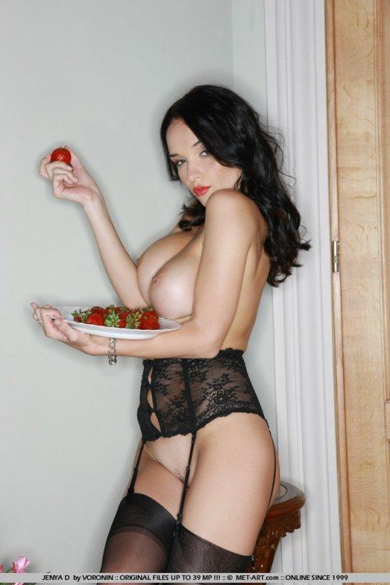Поднявшаяся страсть Jenya после сьеденной клубники (15 фото)