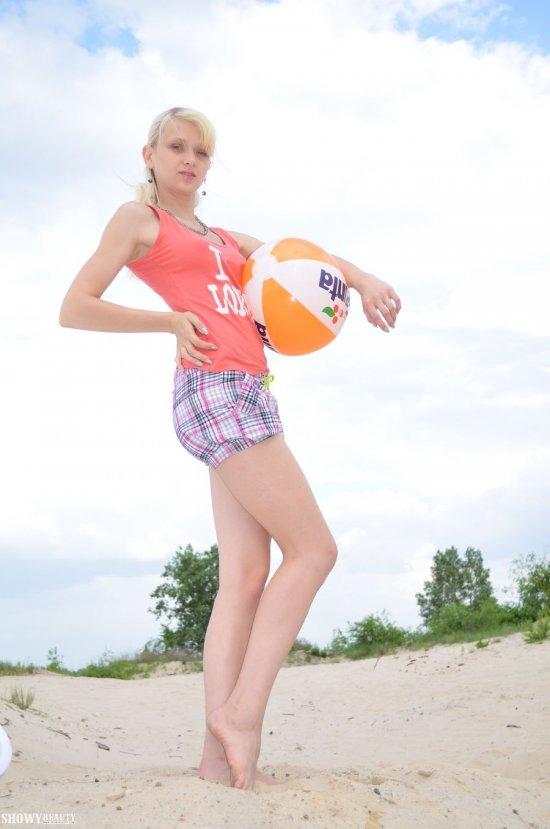 Пойманная на пляжном откровении Sonya (26 фото)
