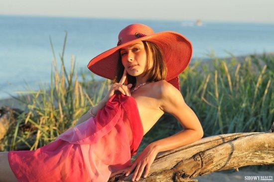 Задержавшаяся на пляже для откровений Tandy (22 фото)