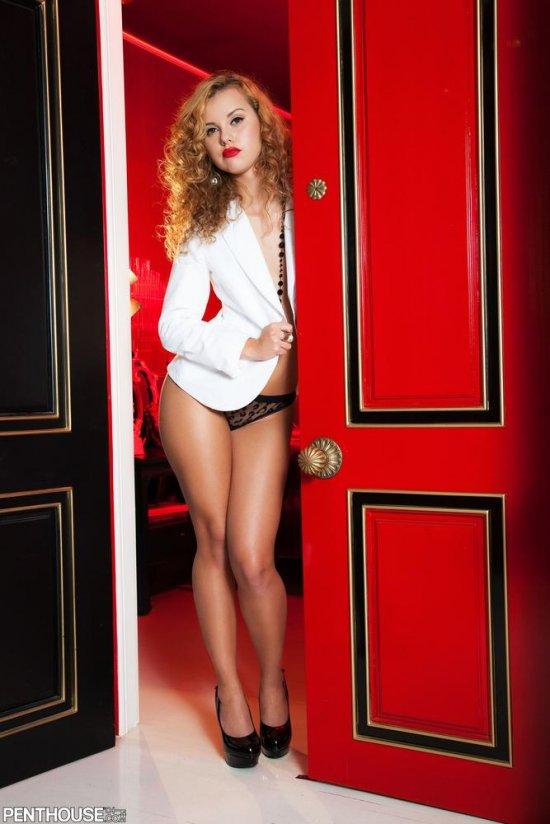 Вошедшая в комнату с эротическими вкусностями Jessie Rogers (22 фото)
