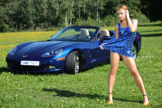 Эротика Malinda рядом со спортивным автомобилем (30 фото)