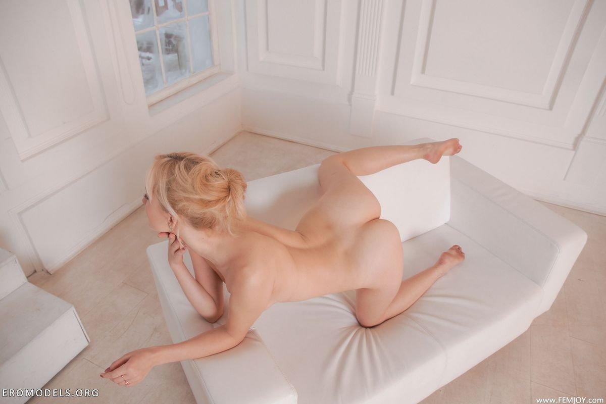 Секс в белой комнате 3 фотография