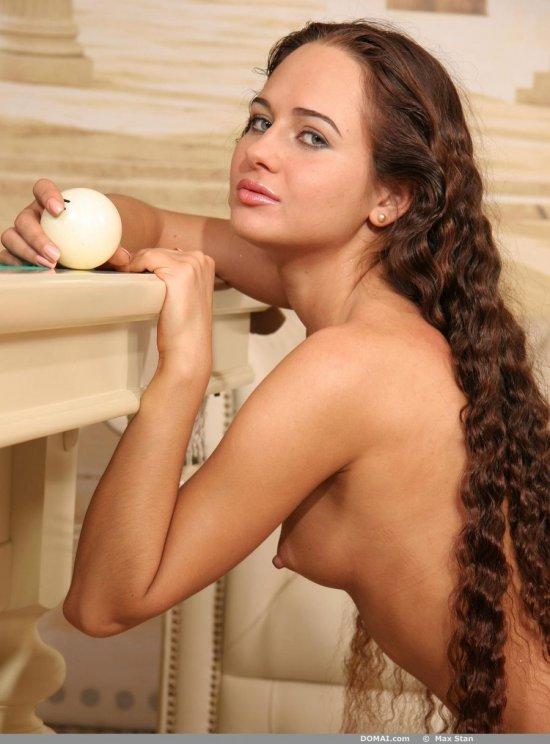 Развлекающаяся в пылких откровениях Ksenia (10 фото)