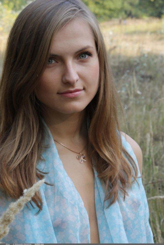 Прошедшая в полевых условиях эротика Alina (15 фото)
