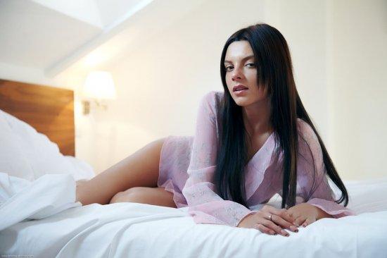 Гордое одиночество красивой Monika Benz (22 фото)