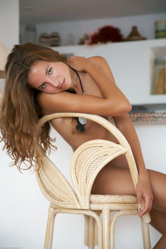 Сидящая в ожидании приключений Altea (24 фото)