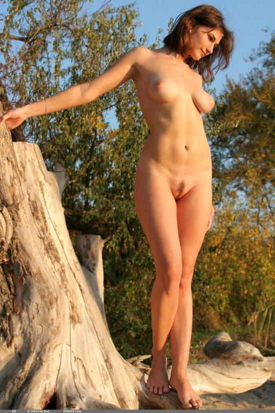 Наслаждающаяся от окружающего спокойствия Olga (35 фото)