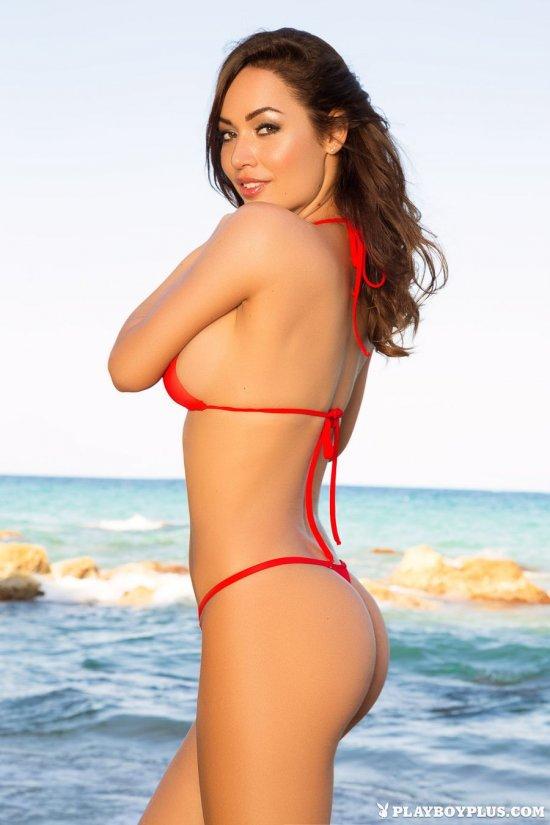 Задумавшая покорить внимание присутствующих на пляже Adrienn Levai (22 фото ...