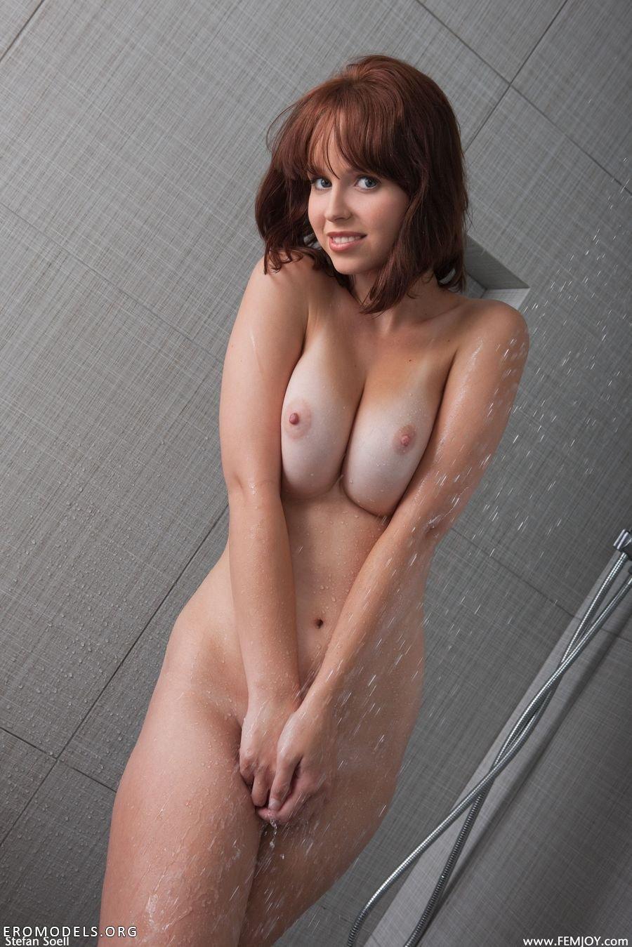 В ванной подсмотреть