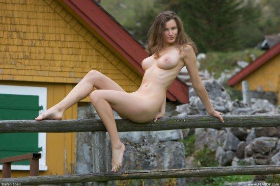 Susanna в деревенских страстях (18 фото)