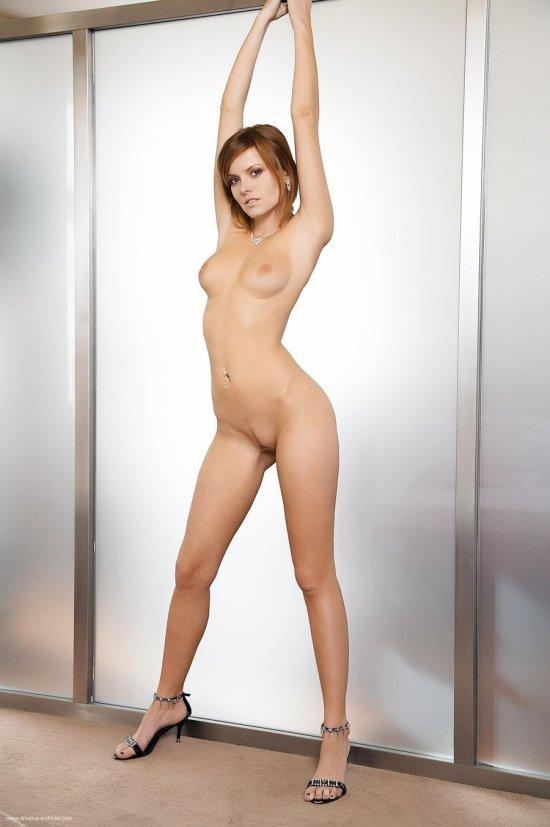 Проявившая свой талант за дверью гардеробной Nikky Case (34 фото)