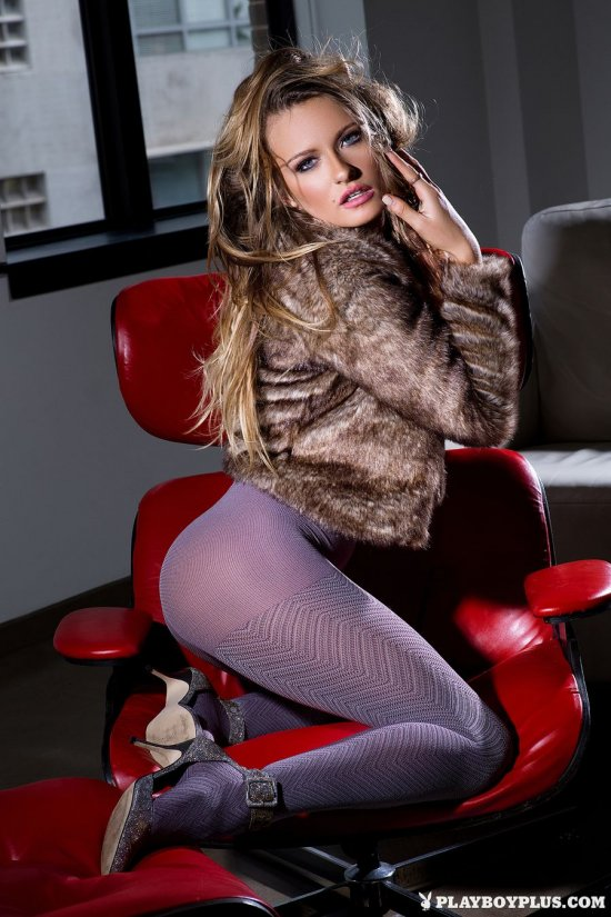 Развлекающаяся по-взрослому Brittney Shumaker (22 фото)