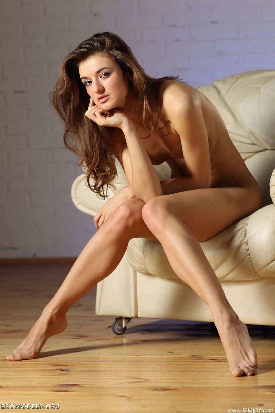 Молодая 18 летняя модель Kleofia  Эротические фото девушек