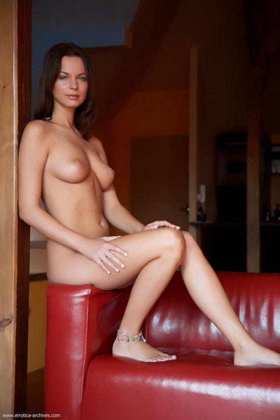 Возбуждающая гостей эротикой Samantha Star (34 фото)