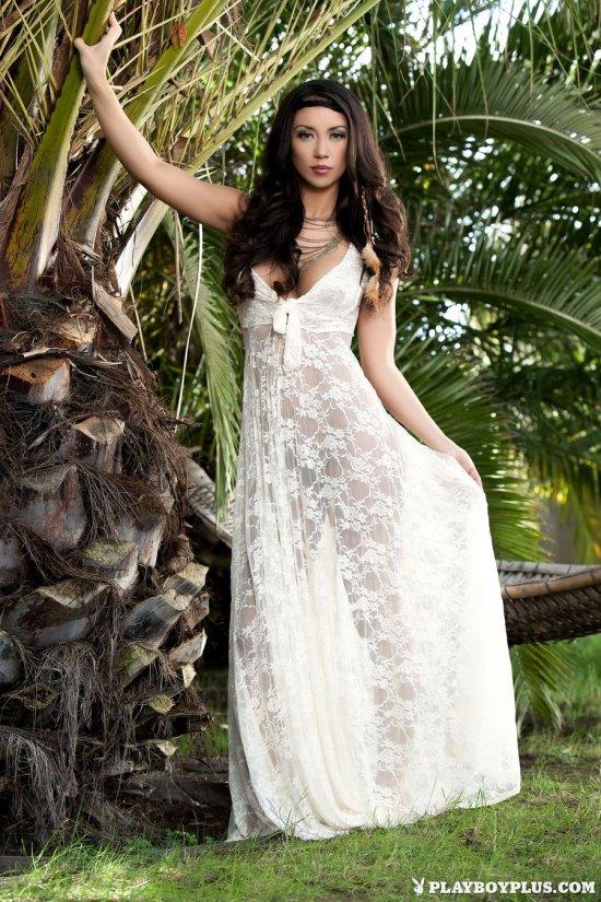 Максимально возбуждающе приспустившая платье Anita Serena (18 фото)