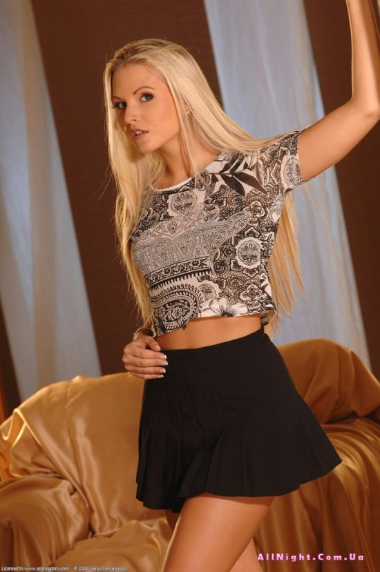 Jana Malone резво обнажила с себя одежду (20 фото)