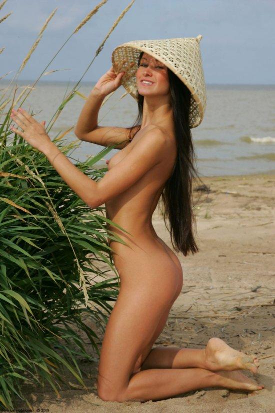 Позирующая на песках тропического острова Maria (32 фото)