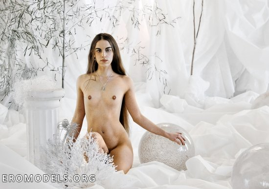 Красивые женщины и гармоничные позы в работах Азинуса Вульгариса (100 фото)