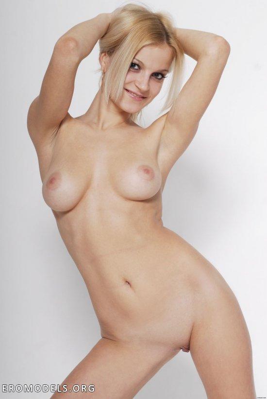 Кастинг оголенной блондинки Marina (24 фото)